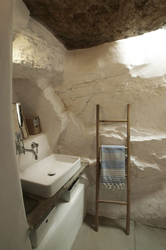 LITHOS_ A refurbishment of an old country house in the island of Tinos, Cyclades - 11